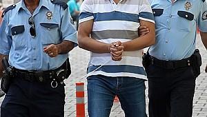 Eşini bıçakla öldürüp polise teslim oldu