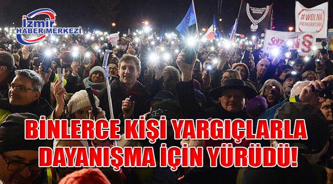 Polonya'da binlerce kişi yargıçlarla dayanışma için yürüdü!