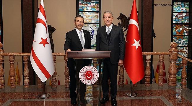 Bakan Akar KKTC Dışişleri Bakanı Ertuğruloğlu ile görüştü